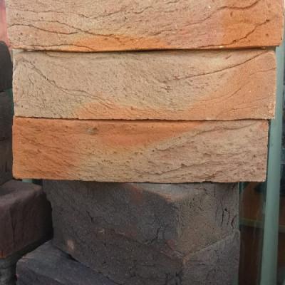 Каминная топка втеплонакопительной кирпичной облицовке