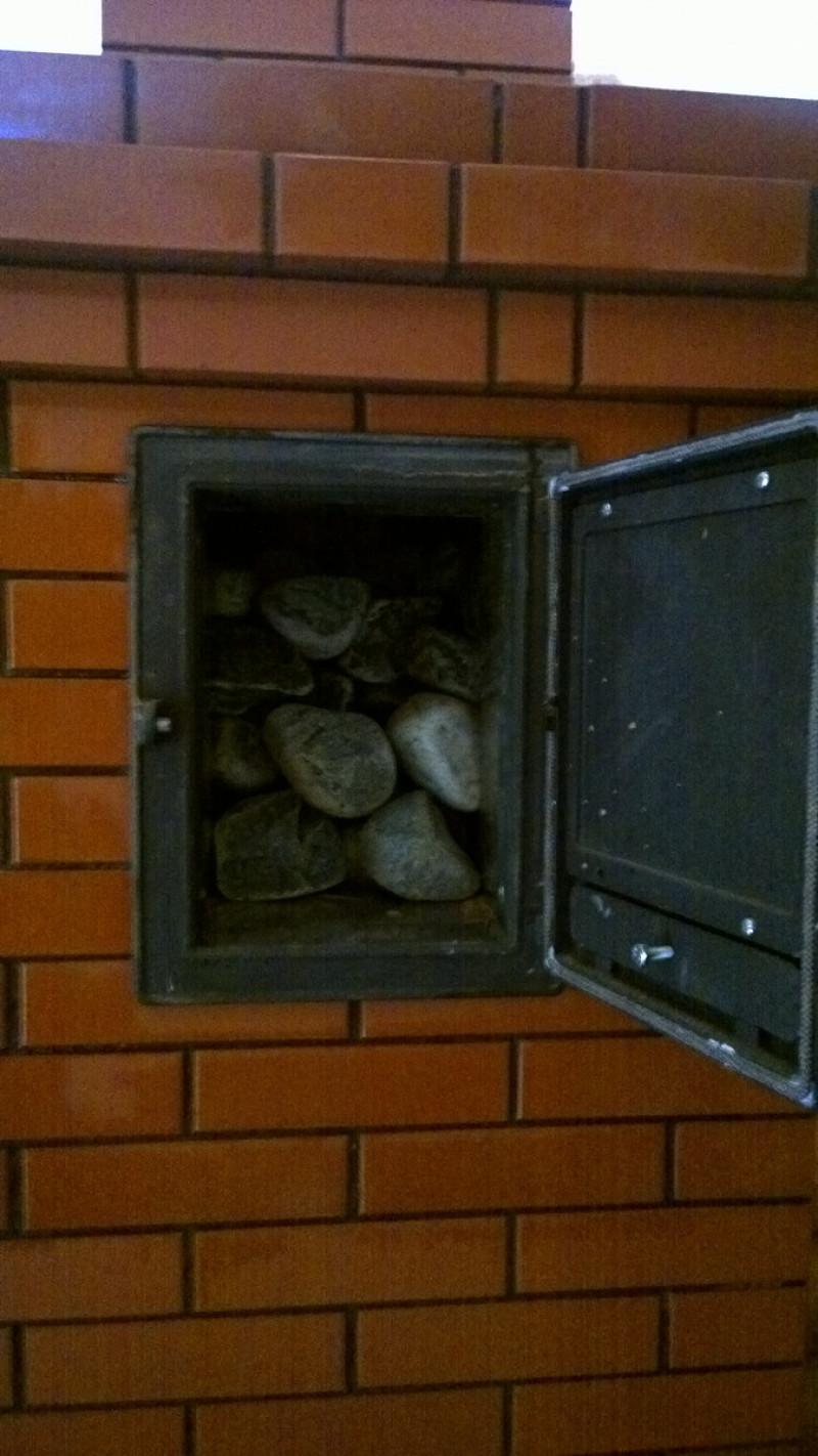 Традиционная банная печь каменка с прямым нагревом камней